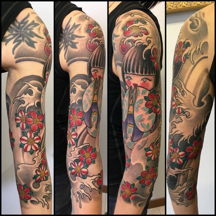 #Fastcolors #tattoo #japanesetattoo #japan #kokeshi #bambola #bambolina #sweet #beauty #doll #braccio #flower #untatuaggioèpersempre  #sleeve #altrochediamanti #nmk