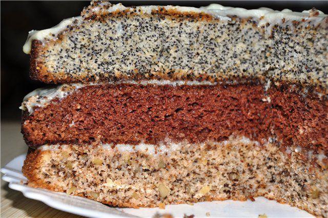 Торт «Семь сорок»0   0,5 стакана сметаны + 0,5 стакана сахара + 0,5 стакана муки + 1 яйцо + 0,5 ч.л соды (гасим уксусом). Тесто  нужно  заводить 3 раза,. Первый раз - 0,5 стакана мака, второй - 0,5 стакана изюма, третий - 0,5 стакана дробленых орехов.   Глазурь: 6 ст.л. сахара + 3 ст.л. какао + 1 ст.л. молока + 1 ст.л воды + 100 гр. масла - довести до кипения, непрерывно помешивая.   Испечь коржи, промазать сметанным кремом. Верх смазать глазурью и посыпать орешками.