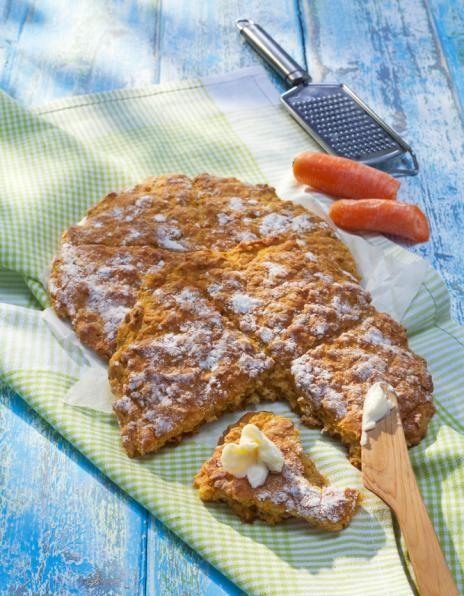 Porkkanateeleivät | K-ruoka Nopeasti ilta- tai välipalaksi valmistuvat teeleivät saavat makua ja mehevyyttä porkkanasta ja auringonkukansiemenistä.