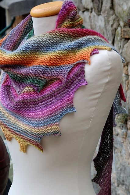drachenschwanz - free shawl pattern on Ravelry