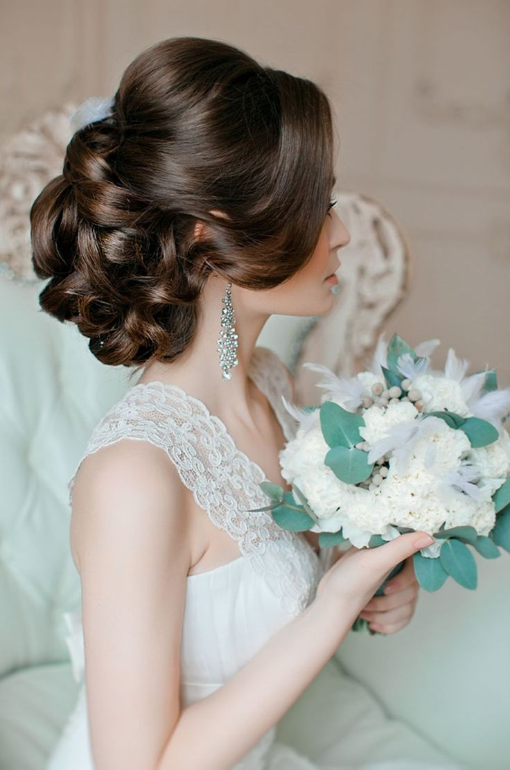 Beautiful softly curled upswept hairstyle // Image El Stile Russia #weddinghair #hairstyle #longhairstyle #upstyle