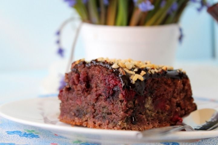 Постный пирог с ягодами - пошаговый рецепт с фото: Выложить замороженные ягоды в сотейник. Засыпать коричневым сахаром. Добавить 1 ч. л. ванилина, 0,5 стакана воды... - Леди Mail.Ru