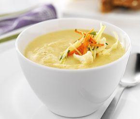 Denna krämiga, mättande soppa är ett utmärkt vegetariskt alternativ som kommer bli en favorit. Mixa dina kokta, mjuka grönsaker helt släta före du tillsätter len grädde och strör över persilja. Ät din smarriga blomkåls- och morotssoppa med bröd.