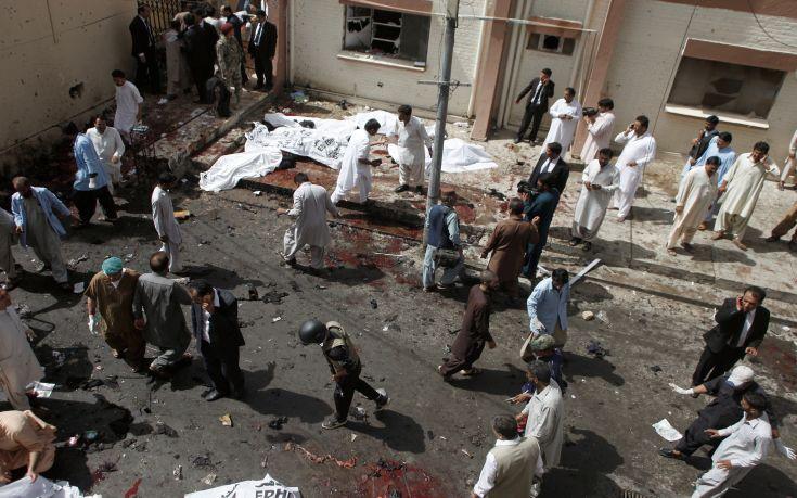 Μακελειό σε τέμενος στο Πακιστάν