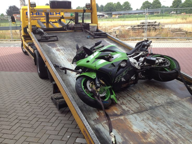 Crashed kawasaki zx 9 r. Sold in parts on www.motorparts-online.com
