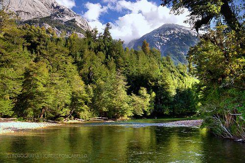 Reflejos en el Rio Cochamo - Valle de Cochamo (Patagonia - Chile)
