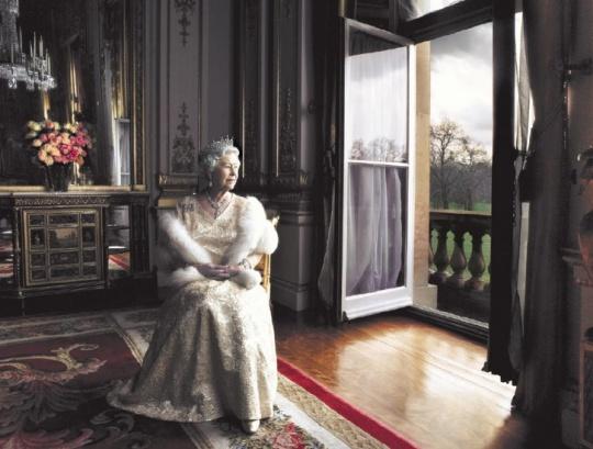 Знаменитые свадебные платья: королева Елизавета II.  http://www.domashniy.ru/article/svadba/platya/znamenitye_svadebnye_platya_koroleva_elizaveta_ii.html