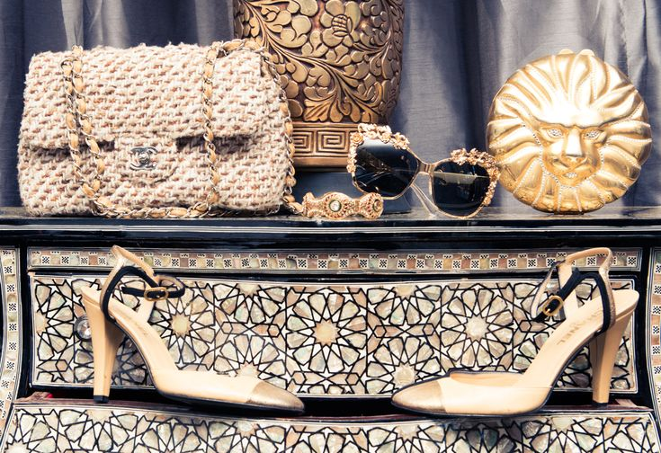 All gold everything. http://www.thecoveteur.com/kelis/: Lion Clutch, Vintage Versace, Vintage Accessories, Accessory, Bag, Amazing Closet, Closet Heaven