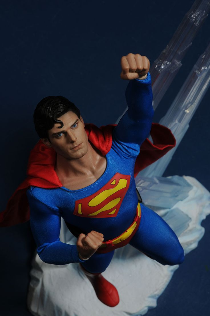 Hot Toys Reeve Superman action figure