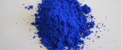 2009年に発見された新しい青色素を使ったクレヨンがクレヨラ社から発売されることになったそうで現在その色名を募集中とのこと  その色素は米国オレゴン州立大学の物質科学者が酸化マンガン類を1000度に加熱して電気的特性を研究していた際に 偶然発見されたものでイットリウムインジウムマンガンという3種の元素が結合してできたものだそう  これまで自然界に例がなく異常に高い近赤外線反射率を持ち完璧に近い鮮やかな青色と言われています  そしてクレヨラ社は今月この新しい色素をクレヨンの青として採用することを発表  現在この色素には元素記号イットリウムYインジウムInマンガンMnを繋ぎ合わせてYInMin インミンブルーという名前が付けられているようですがクレヨンとしての色名はまだありません  新たな色名をサイトやTwitterで募集しているそうなのでピンときた方は是非投稿してみてください  自分の考えた名前が色の名前になるなんてなんだか羨ましいですね