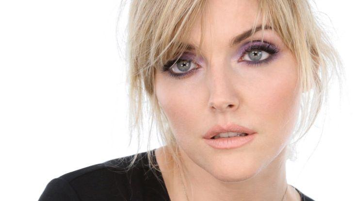 Lavender Smokey Eye - Starring Sophie Dahl http://www.lisaeldridge.com/video/26539/lavender-smokey-eye-starring-sophie-dahl/ #makeup #beauty