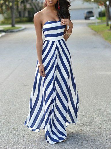 This is a great look for a just about any day. The top on this fabulous dress is strapless and has great support in the bust area for maximum support. This great dress flares out at the bottom and han