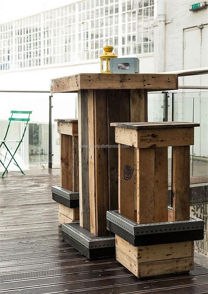 bar-table-set-with-pallets