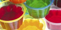 """Por causar sensação de saciedade, a gelatina é capaz de fazer com que o corpo se """"engane"""" e não apresente fome. Isso leva a comer quantidades corretas de alimentos e não desejar exceder-se e comer muito alem do necessário. Cardápio da Dieta da Gelatina Café da Manhã anúncios 1 copo de suco de gelatina – …"""