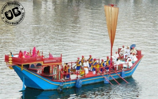 Colors of tradition spread out everywhere, Sparkling water of Pichola, Rajasthani women and girls elegantly dressed up, and beautifully decorated idols of Gangaur glittering in the beautiful light. Such was the charm of Mewar Festival at Gangaur Ghat.