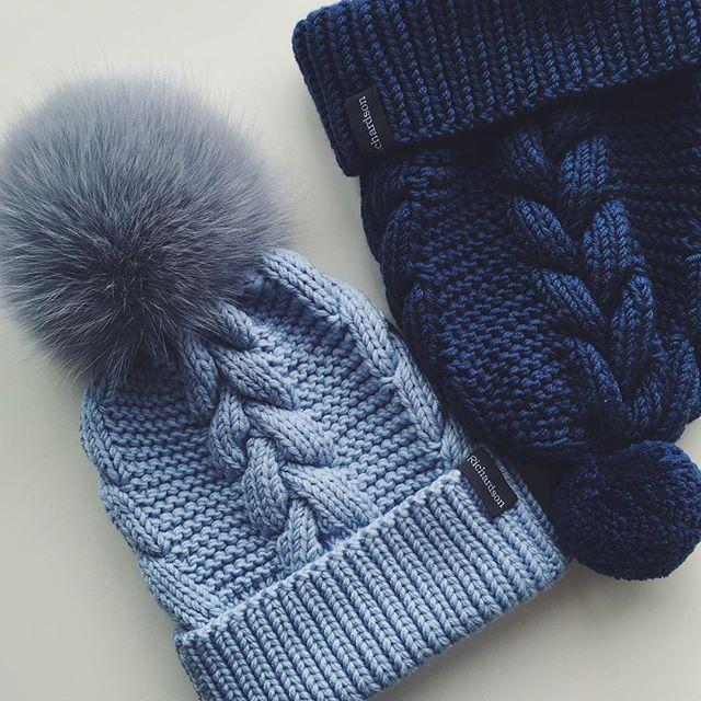 WEBSTA @ dasharichardson.knits - Доброе утро, девочки! фабрика richardson не прекращает свою работу на фото чудесные шапочки: голубая с серо-голубым помпоном из песца 3000₽, и более брутальная синяя с шерстяным помпоном 2500₽, для того чтобы заказать комплект пишите, пожалуйста, в direct или whatsapp