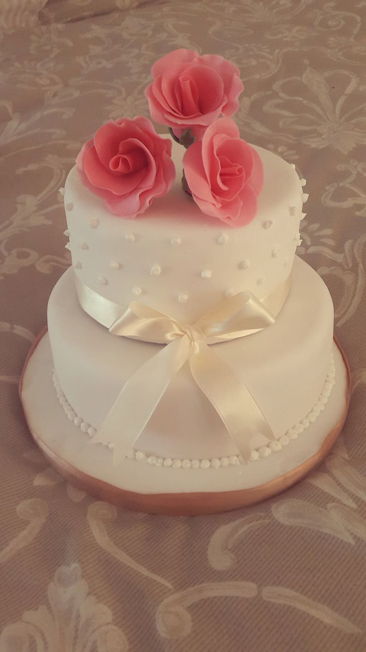 Delicate wedding cake. So'Licious Cakery