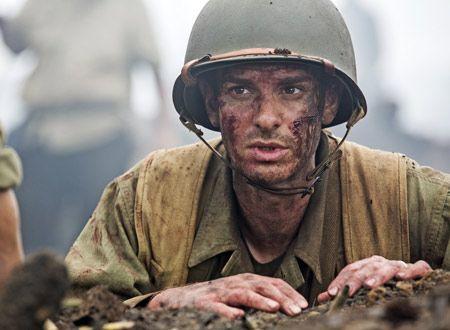 映画『ハクソー・リッジ』の作品情報:俳優として数々の話題作に出演し、監督としては『ブレイブハート』でオスカーも手にしたメル・ギブソンがメガホンを取って放つ感動作。第2次世界大戦中に銃を持たずに戦地入りし、多くの負傷した兵士を救った実在の人物をモデルに奇跡の逸話を描く。