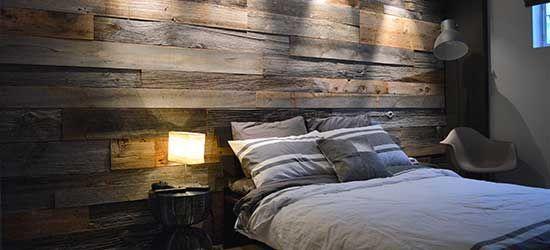 Mur en bois de grange d'une chambre