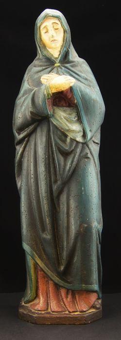 Zeldzame en grote gietijzeren polychroom sculptuur beeltenis van Mary Magdalene eind 19e eeuw  Charmante polychroom gietijzer groot formaat beeld beeltenis van Saint Mary Magdalene. Het was onderdeel van een drieluik van de beeltenis van de drie Marys of vrome vrouw gemaakt door de maker van een anonieme Napolitaanse master bell in 19e eeuw voor de privékapel van een adellijke familie. Het ontsnapte aan de collectie van ijzerhoudende materialen uitgegeven door het fascistische regime tijdens…