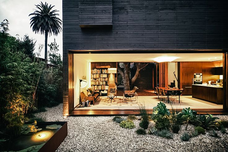 Using a mix of interior and exterior spaces, the Venice House organically integrates the inside with the out. The entire home was inspired by the landscape, including its abstract form that flows around the existing trees found on the site,...