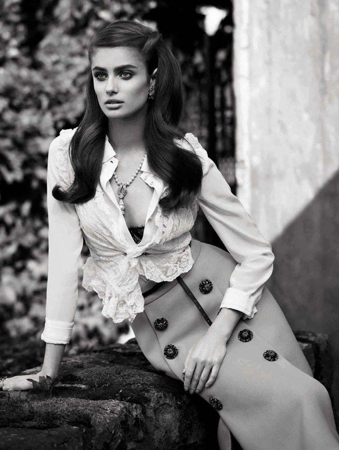 Тейлор Хилл в Vogue Spain \ Fashion Photo Ангел Victoria's Secret Тейлор Хилл (Taylor Hill) появилась в женственном образе сентябрьского Vogue Spain. Автором фотосессии стал Мигель Ривериего (Miguel Reveriego).
