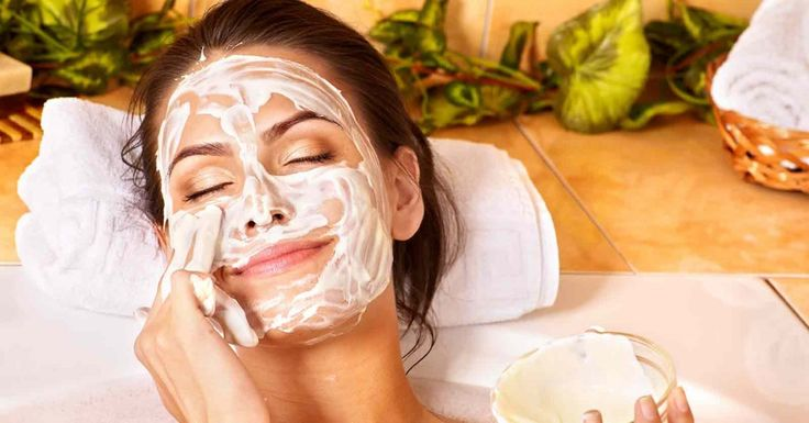 Natural and Healthy Way to Keep Acne Under Control - Mix the ingredients and apply the cream on the affected areas. After half an hour, wash it with warm water.