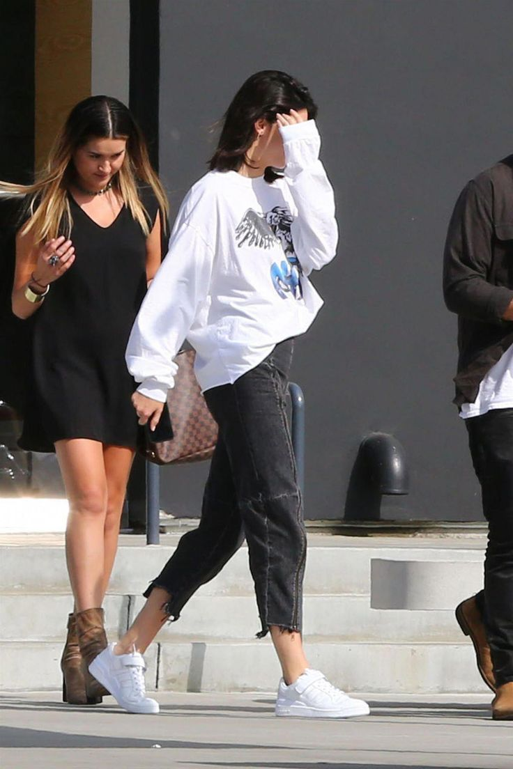 Kendall Jenner Leaves a Studio in Culver City 08/25/2017. Celebrity Fashion and …