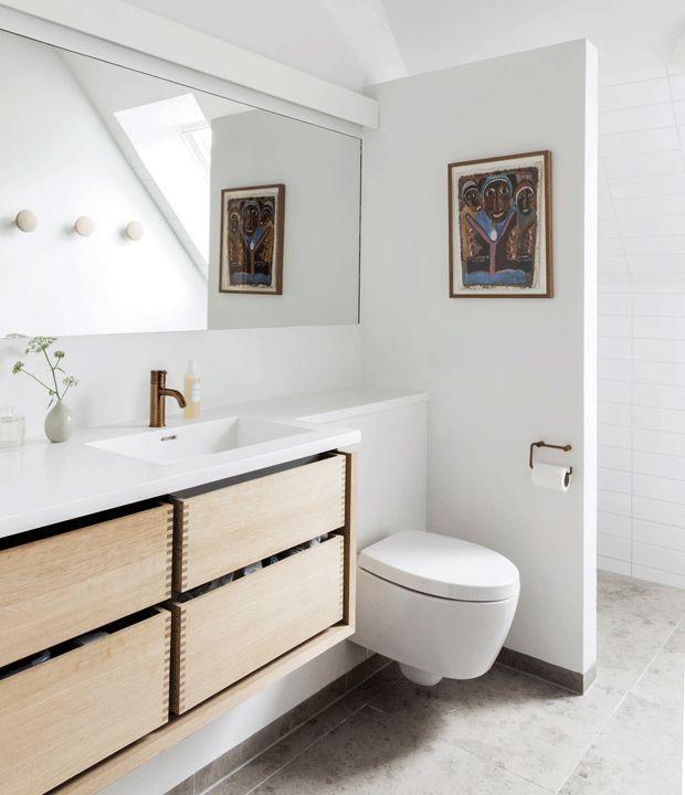 Med det rigtige badeværelsesmøbel kan du få lige præcis det look, du ønsker i dit badeværelse. Vi har samlet 25 badeværelsesmøbler, du kan blive inspireret af.
