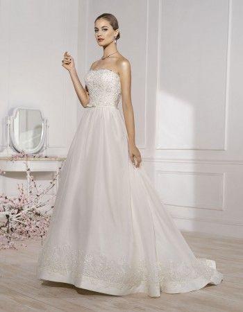 Rochie de mireasa cu aplicatii florale, stil printesa