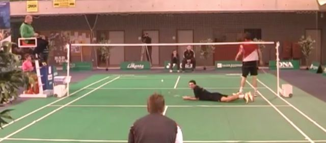 Un point stupéfiant au badminton [video] - http://www.2tout2rien.fr/un-point-stupefiant-au-badminton/