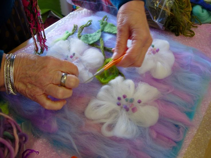 http://www.gillianchapmanfelts.info/2015/04/felting-flowers.html