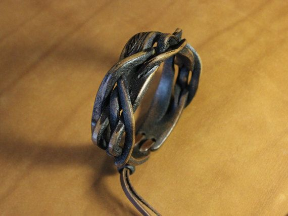 Leather wristband with unique braiding. от UniqueLeatherWares