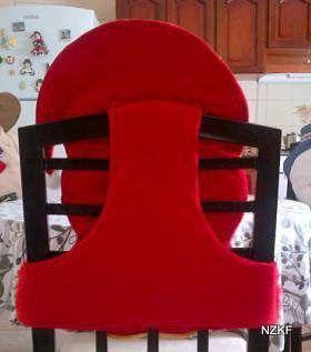 Navidad está llegando y con ella las decoraciones, como esta funda para silla de osito. Decora tus sillas de forma original, tu mesa lucirá festiva y a los invitados ¡les encantará! Cómo realizar moldes básicos de fundas o forros para sillas: Mide la altura de la silla, el ancho en la parte trasera y el …