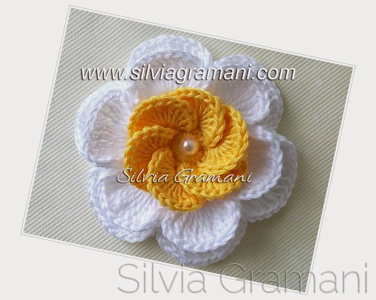 Silvia Gramani Crochê: PAP Flor de Crochê Sobreposta