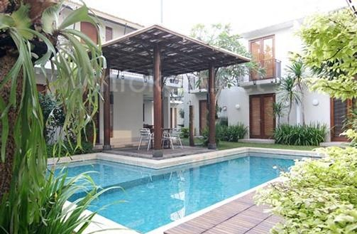 Chic Quarter poolside view and gazebo