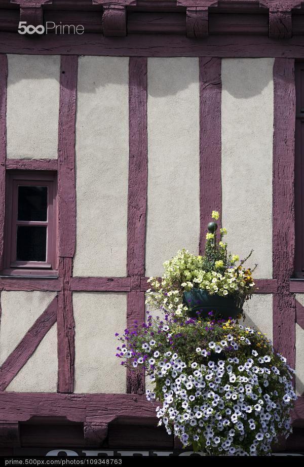 Façade d'une maison à colombage. Vannes, Morbihan.
