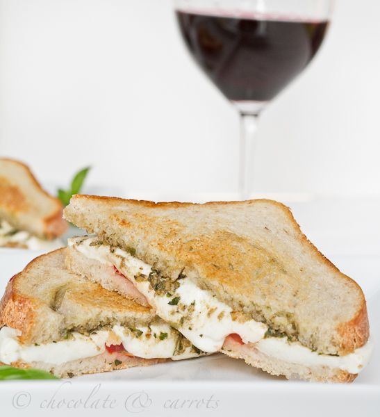 italian grilled cheese! one of the best ideas i've seen- pesto, mozzarella cheese, and tomatoes!