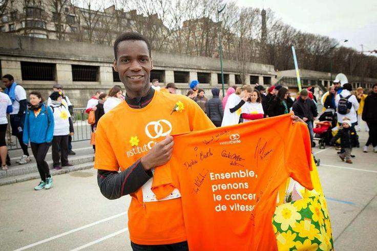 Paris : Course de la Jonquille contre le cancer 2015. Une Jonquille Pour Curie pour faire fleurir l'espoir contre le cancer ! Pont d'Alma
