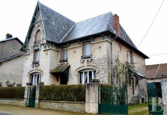 Dans un petit village lorrain près de la forêt d'Argonne, maison Art-nouveau et son ancien corps de ferme - vieilles maisons francaises - lorraine - Patrice Besse Châteaux et Demeures de France, agence immobilière spécialisée dans la vente de châteaux, demeures historiques et tout édifice de caractère