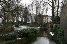 Houtmansplantsoen met op de achtergrond molen 'Het Slot'.