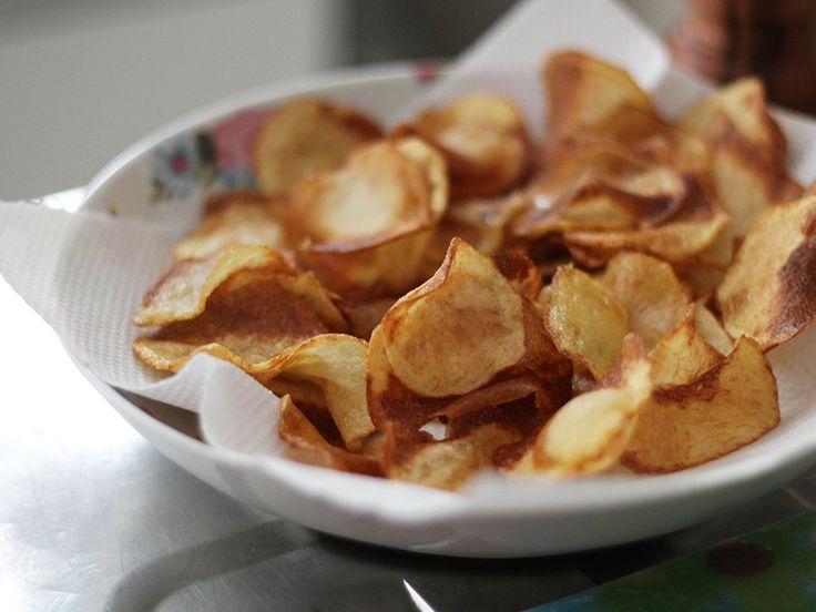 Como fazer batata chips bem fininha e crocante. Receita completinha em http://gordelicias.biz.