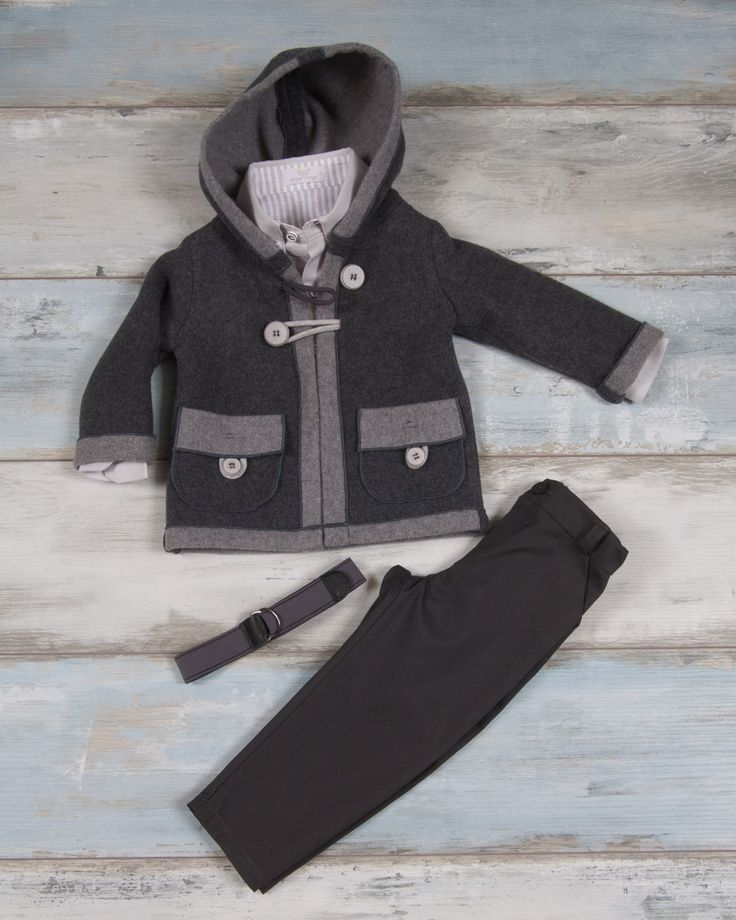 Winter coat with hood of thick double colored straw in grey shades, shirt oxford style with stripped linen detail, pants capartine fabric with matching belt