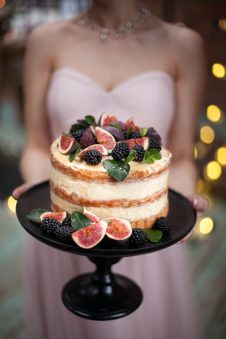 cake with blackberries and figs