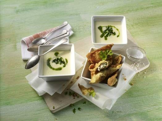 Pastinakencremesuppe mit Hähnchen-Wan-Tans#Rezept #Rezepte #Gefluegel #Haehnchen #Suppe #asiatisch #Pastinaken #WanTan
