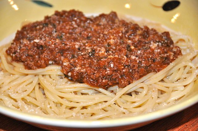 Meat Sauce (Kima) - Recipe for Greek-style Meat Sauce for Pasta (Makaronia me Kima)