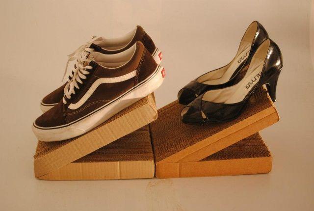 Ordenador de zapatos hecho con cartón reciclado