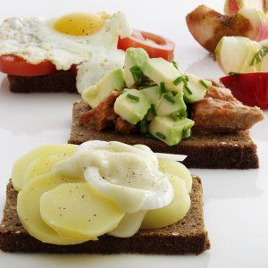 3 smørrebrød recipes (in Danish) from the Vi skal spise! blog from coop