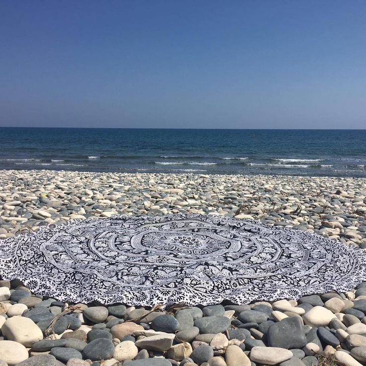 Weekend vibes ☀️😎💙 #roundie #beachtowels #besnazzy #snazzy
