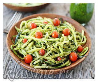 Сыроедные спагетти из кабачков (цуккини) с соусом из авокадо | Классные вегетарианские рецепты